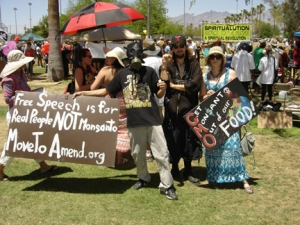 Ant-Monsanto protesters in Tucson (Image Credit: Jennifer Randell)